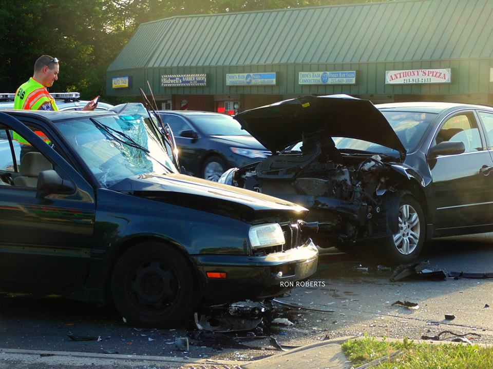 2 Vehicles Damaged In Wreck